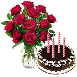 12 Red Roses Bunch with Chocolate Cake 2 Lbs