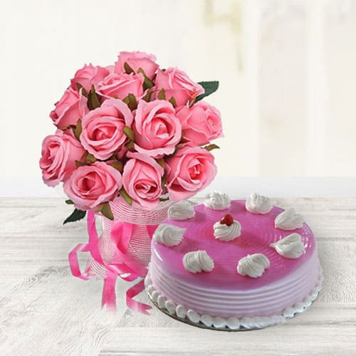 Amazing Strawberry Cake with Pink Roses Bouquet