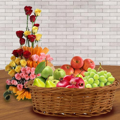 Yummy Fresh Fruits Basket with Assorted Roses Arrangement