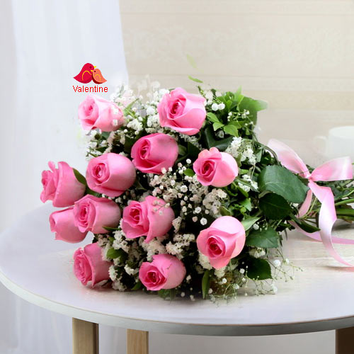 12 Pink Rose Hand Bunch