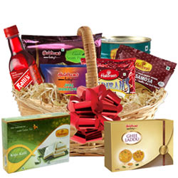 Captivating Holiday Bounty Basket of Breakfast Goodies