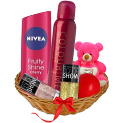 Adorable Ladies Beauty Care Gift Basket